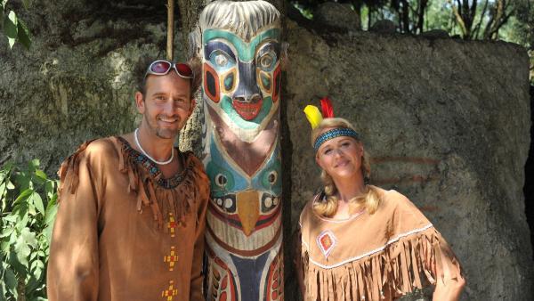 Indianerhäuptling Tom beweist Singa, dass Indianer nicht nur mutig sind, sondern  auch richtig gut tanzen können. | Rechte: KiKA/MingaMedia