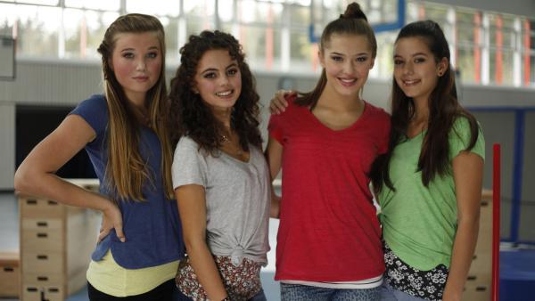 Die TanzAlarm-Kids v.l.: Annika, Leoni, Lara und Kim im Turnraum  | Rechte: KiKA/MingaMedia