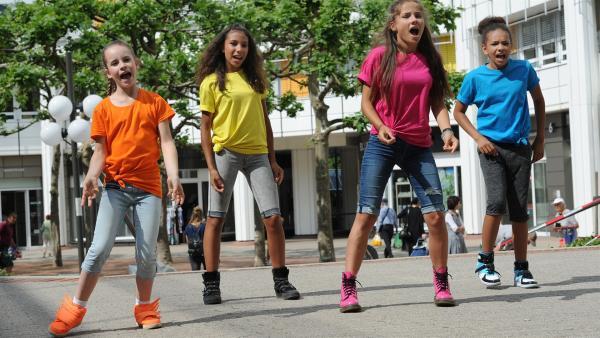 Die TA-Kids hoffen, dass der TanzTapir wieder aus dem Gefängnis kommt. | Rechte: KiKA/MingaMedia