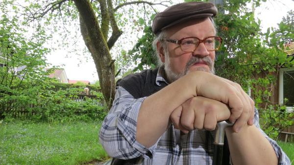 Rentner Herbert ist ein alter Miesepeter, der immer nur schlecht gelaunt ist. | Rechte: KiKA/MingaMedia