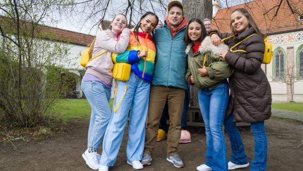 Die TanzAlarm Kids sind mit Simon sagt unterwegs. | Rechte: KiKA/MingaMedia/Ron Bergmann