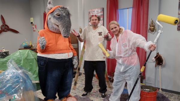 TanzTapir und Singa renovieren Toms Wohnung.   Rechte: KiKA/MingaMedia/Jana Aengenvoort