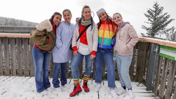 Die TanzAlarm Kids machen einen Ausflug mit Mai Cocopelli. | Rechte: KiKA/MingaMedia/Jana Aengenvoort