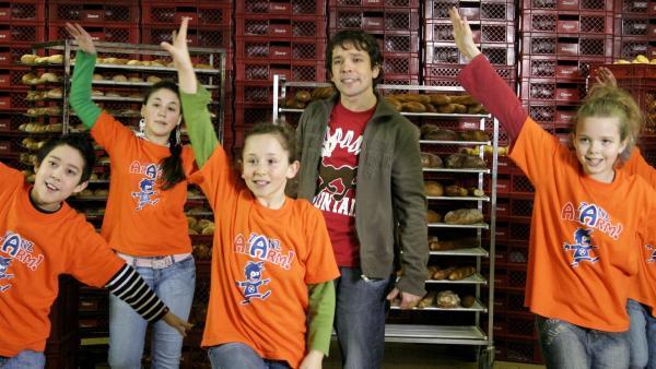 Die Tanzalarm-Kids sind heute mit Juri beim einem Bäcker zu Gast. | Rechte: KiKA/Ilona Kolar