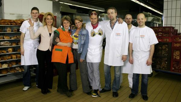 Die Tanzalarm-Kids sind zusammen mit Tom und Singa bei einem Bäcker zu Gast. | Rechte: KiKA/Ilona Kolar