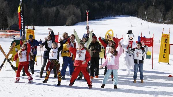 Auf die Bretter, fertig, los! Singa und die Tanzalarmkinder überfallen heute eine Piste in Lenggries. | Rechte: Ki.KA/Ilona Kolar
