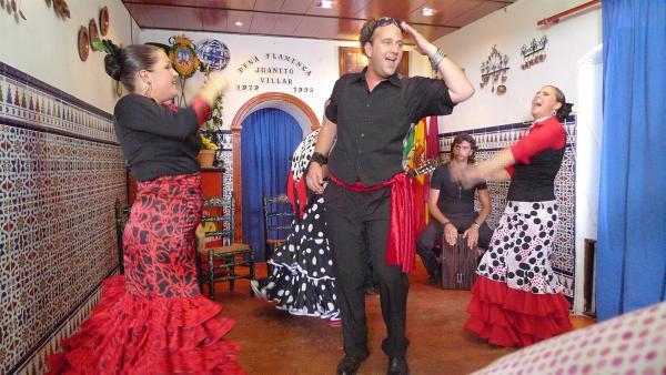 TANZALARM! - Auf Europatour; Tanzalarm auf Tour in Spanien. Tom ist zu Gast bei einer Flamenco Gruppe. | Rechte: KI.KA/ZDF/MingaMedia