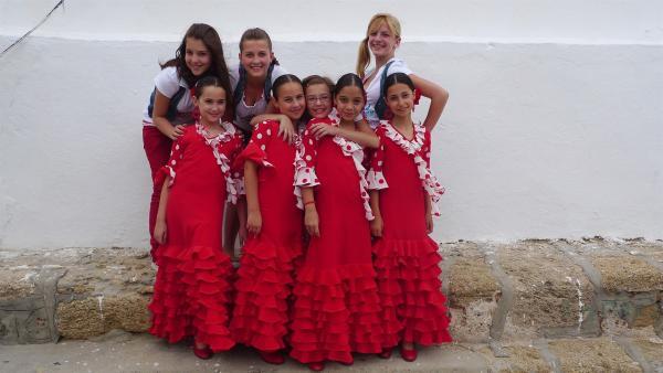 TANZALARM! - Auf Europatour; Tanzalarm-Kids sind auf Tour in Spanien. Vor Ort lernen sie einiges über das Land. Was wird gegessen, welche Musik wird gehört und wie sehen die landestypischen Tänze aus. | Rechte: KI.KA/ZDF/MingaMedia