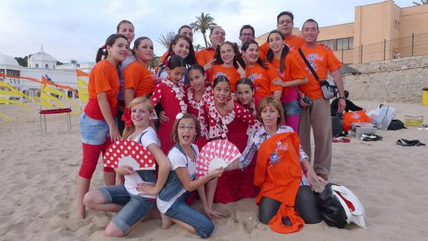TANZALARM! - Auf Europatour; Tanzalarm-Kids sind auf Tour in Spanien, am Starnd von Cadiz. Vor Ort lernen sie einiges über das Land. Was wird gegessen, welche Musik wird gehört und wie sehen die landestypischen Tänze aus. | Rechte: KI.KA/ZDF/MingaMedia