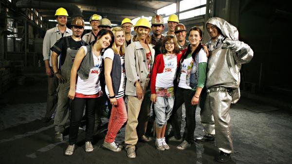 TANZALARM zu Gast bei den starken Männern in einer Gießerei | Rechte: KiKA/ZDF/Ilona Kolar