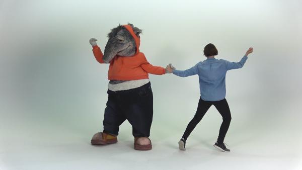 7_Tanzen wie Schimpansen_Sven van Thom.mp4 | Rechte: KiKA