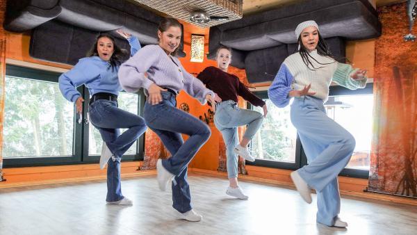 Luna, Käthe, Larissa und Hannah im Andersrumhaus. | Rechte: KiKA/ Michael Gruber