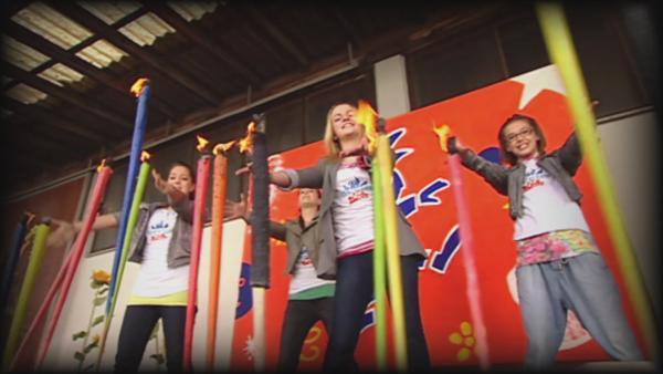 """TanzAlarm Kids mit """"Für dich lauf ich durchs Feuer""""   Rechte: KiKA"""