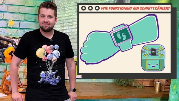 Tim erklärt, wie ein Schrittzähler funktioniert. | Rechte: KiKA