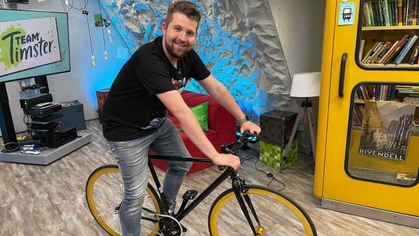 Kann Tim den Schrittzähler mit dem Fahrrad austricksen? | Rechte: KiKA