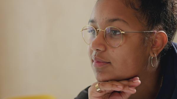 Youma möchte Journalistin werden. | Rechte: KiKA