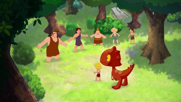 Der ganze Stamm hat nach Tib und Tumtum gesucht und ihn endlich gefunden.   | Rechte: KiKA/hr/TF1/GO-N Productions