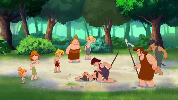 Lad liegt jammernd am Boden und behauptet vor seinem Vater, dass Tumtum ihn verletzt hat.  | Rechte: KiKA/hr/TF1/GO-N Productions