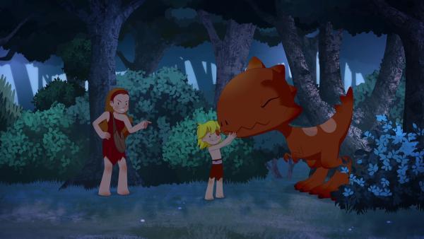 Kwini ist wütend, als sie merkt, dass Tib und Tumtum ihr folgen, doch Tib kann seine Mutter davon überzeugen, dass die zwei sie begleiten. | Rechte: KiKA/hr/TF1/GO-N Productions