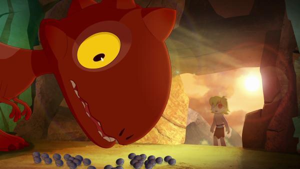 Um mehr über seinen Freund herauszufinden, folgt Tib Tumzum eines Abends. Der Dino führt ihn in eine besondere Höhle.   Rechte: KiKA/hr/TF1/GO-N Productions