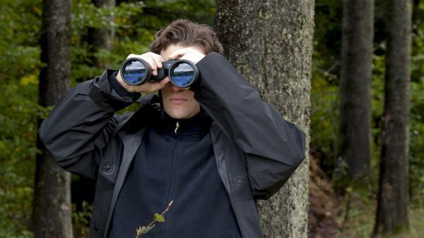 Thomasz (Adrian Topol) ist auf der Suche nach dem kleinen Feriengast.  | Rechte: SWR/Maria Wiesler