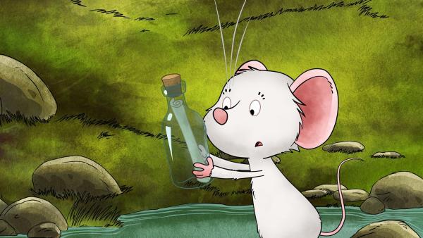 Tilda findet eine Flaschenpost. | Rechte: MDR/WunderWerk