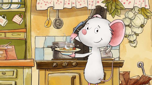 Die kleine Maus Tilda ist so weiß wie die Blüten des Holunderbuschs. Sie lebt in einem Häuschen gleich am Fuße der Kirchenmauer. Wann immer jemand ihre Hilfe braucht, ist sie mit Rat, einer leckeren Tasse Tee und herrlichen Keksen zur Stelle. | Rechte: MDR/WunderWerk