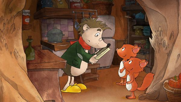 Rupert schaut nach einem leckeren Rezept für die Eichhörnchenzwillinge. | Rechte: MDR/WunderWerk