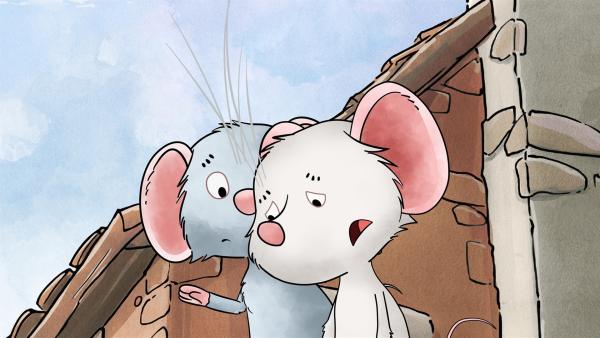 Postmaus Molly tröstet ihre Freundin Tilda. | Rechte: MDR/WunderWerk