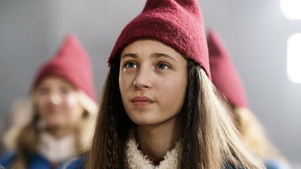 Tinka (Josephine Chavarria Højbjerg) bei den Amulett-Feierlichkeiten. | Rechte: BR/TV2 Denmark/Agnete Schlichtkrull