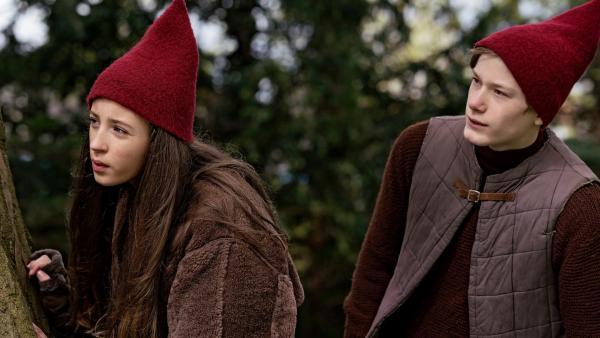 Tinka (Josephine Chavarria Højbjerg) und Lasse (Albert Rosin Harson) wollen zu König Gobbe ins Nisse-Reich und ihn befragen, wer den Weihnachtsstern gestohlen hat. | Rechte: BR/TV2 Denmark/Agnete Schlichtkrull