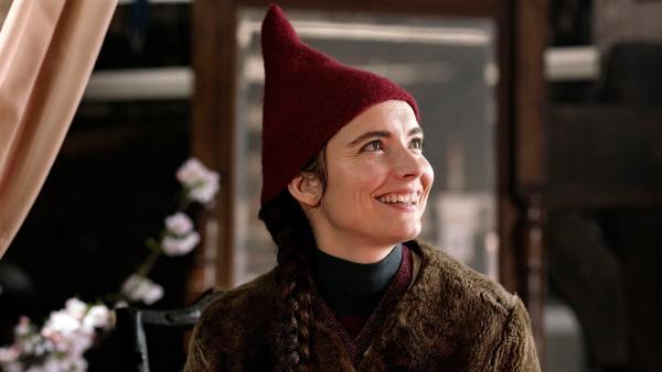 Nille (Neel Rønholt) will das Weihnachtsgewand des Königs nähen. | Rechte: BR/TV2 Denmark/Agnete Schlichtkrull