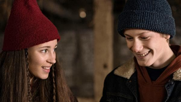 Tinka (Josephine Chavarria Højbjerg) und Lasse (Albert Rosin Harson) müssen ihren Plan, nach Falkhøj zu gehen, verschieben. | Rechte: BR/TV2 Denmark/Agnete Schlichtkrull