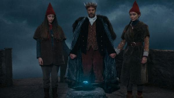Tinka (Josephine Chavarria Højbjerg), Storm (Troels Lyby) und Nille (Neel Rønholt) sind bereit für die Zeremonie.   Rechte: BR/Cosmo Film/TV2 Denmark