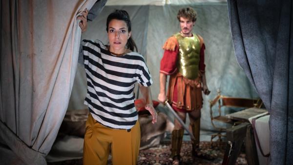 Clarissa trifft Alexander den Großen (Alexander Milz). | Rechte: KiKA/Sabine Finger