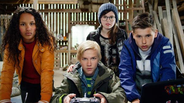 Nora (Naomi Hasselberg Thorsrud), Lars (Bjornar Lysfoss Hagesveen), Emma (Franziska Tørnquist ) und Simon (Oskar Lindquist)  | Rechte: NDR/NordicStories