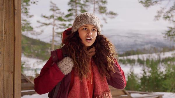 Nora (Naomi Hasselberg Thorsrud) wird von den Kidnappern überrascht. | Rechte: NDR/NordicStories