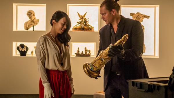 Auf diese Reliquie hat Lady Zhen (Minh-Khai Phan-Thi) lange gewartet. | Rechte: NDR/NordicStories