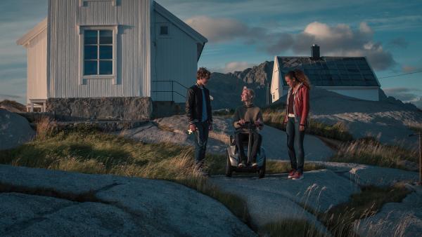 Trio haben das Rätsel um den Olav Schrein gelöst. | Rechte: NDR/NordicStories