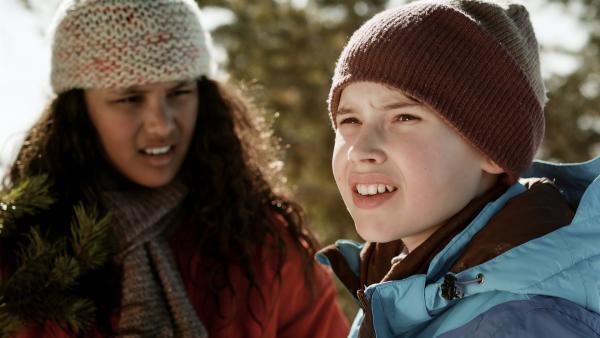 Nora (Naomi Hasselberg Thorsrud) und Simon (Oskar Lindquist) helfen bei Suche nach Hendrik – und Simon folgt einer entscheidenden Spur. | Rechte: NDR/NordicStories