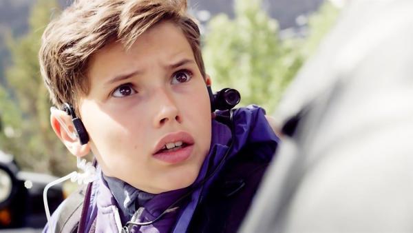 Simon (Oskar Lindquist) ist in großer Gefahr. Sascha und seine Komplizen drohen, ihn zu verletzen, wenn er und Nora den Schatz nicht rausrücken. | Rechte: NDR/NordicStories