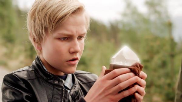 Am Ziel seiner Träume: endlich hält Lars (Bjørnar Lysfoss Hagesveen) Odins Schatz in Händen. | Rechte: NDR/NordicStories
