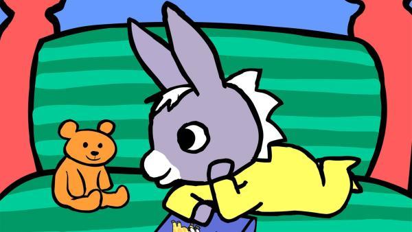 Ehe es Schlafenszeit ist, will TROTRO seinem Teddy eine kleine Geschichte vorlesen.   Rechte: KiKA/Storimages