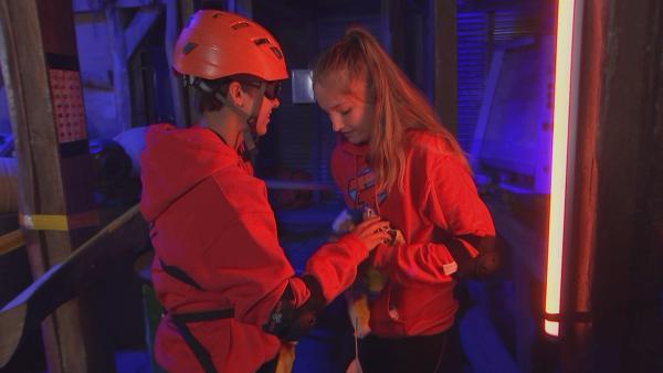 Hanni und Charlie in der U-Boot-Challenge | Rechte: rbb/DOKfilm