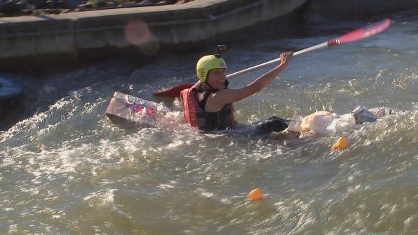 Matti in der Pappboot-Challenge | Rechte: rbb/DOKfilm