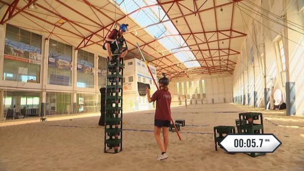 Alex und Franzi im ersten Teil der Sand-Challenge | Rechte: rbb/DOKfilm