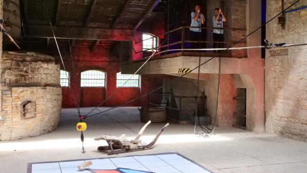 Maya (re.) und Nell in der Ziegel-Challenge | Rechte: rbb/DOKfilm/Thomas Ernst