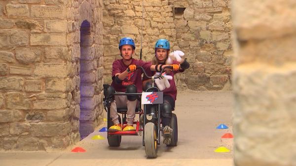 Alex und Franzi in der Kettcar-Chalellenge | Rechte: rbb/DOKfilm