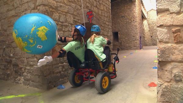 Constanze und Luise in der Kettcar-Challenge | Rechte: rbb/DOKfilm