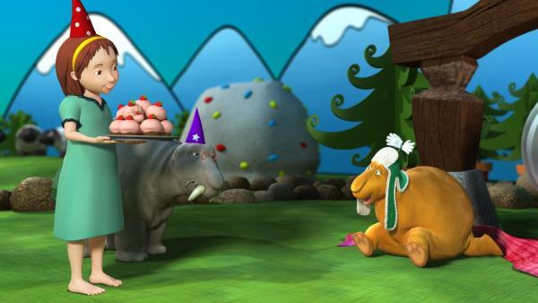 Bruno hat Geburtstag und endlich erfährt Luzi, wie die Moffels Geburtstag feiern. | Rechte: rbb/Digitrick